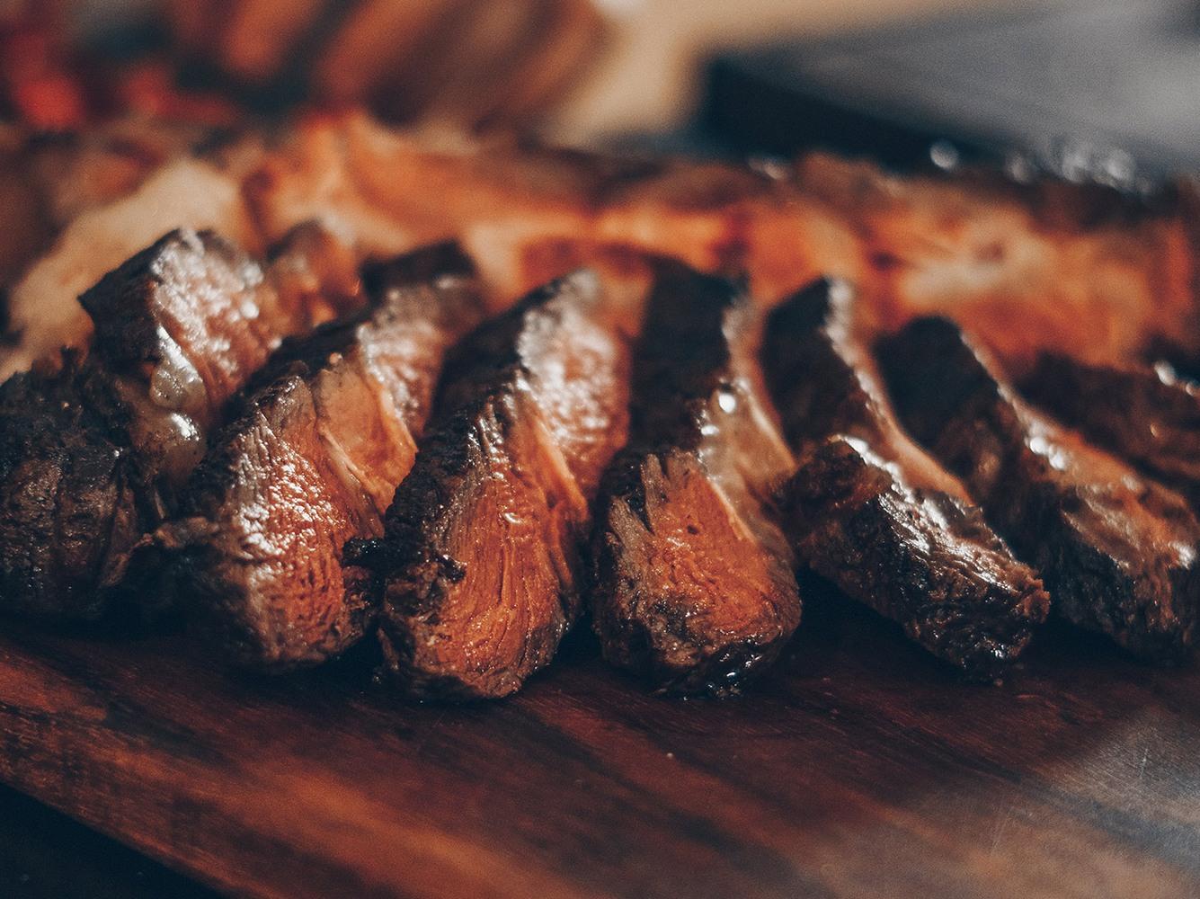 Zartes Fleisch und purer Geschmack: Unsere Top‐Steakhäuser in Deggendorf
