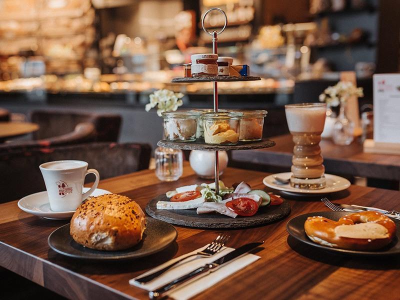 Frühstück von der Klosterbäckerei Karlstetter