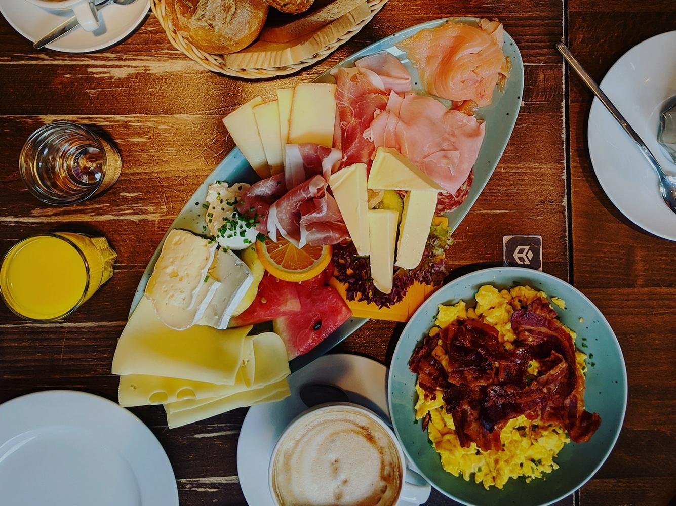 Ausgiebig brunchen: Die besten Cafés für fabelhaftes Frühstück in Deggendorf!
